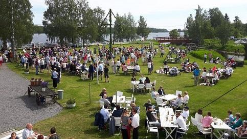 Midsommardagen - Droskan har stängt, men Skeppsviks herrgård har öppet