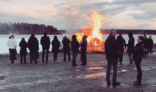 Första maj - Droskan har stängt, men Skeppsviks herrgård har öppet